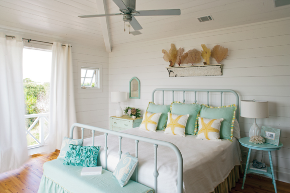 Tybee Islands Historic Beach Cottages Share A Strong Sense Of Style These Architectural Treasures Typically Feature Clapboard Exterior Wood Walls And